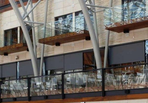 Refleksol zaciemniający restauracja, refleksole z prowadnicami linkowymi