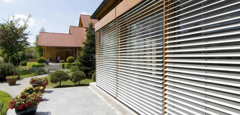 Żaluzje fasadowe domek jednorodzinny, żaluzje zaciemniające, żaluzja z lamelami