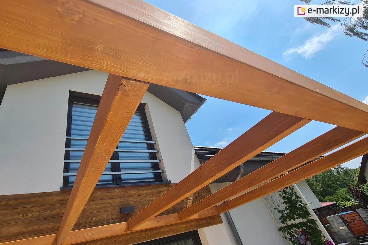 Zadaszenie drewniane nad taras, pergola drewniana juko